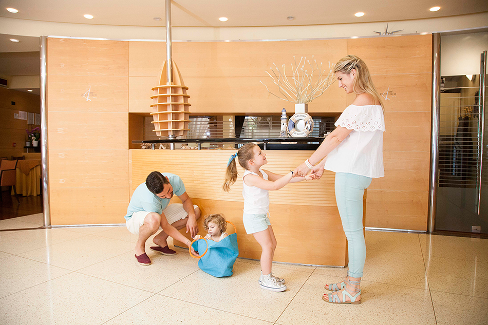 Reception-hotel-zurigo-famiglia-1