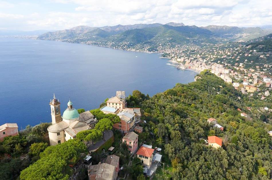 San_Rocco_di_Camogli_vista_dall_alto_con_panorama_sulla_costa_da_Camogli_a_Genova-2