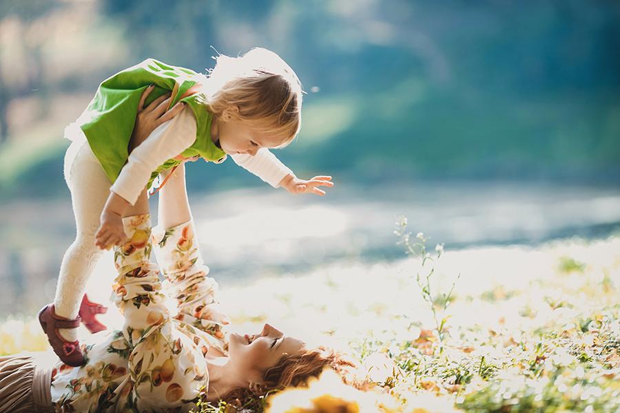In viaggio con i bambini 5 consigli per viaggiare - mamma e bambina