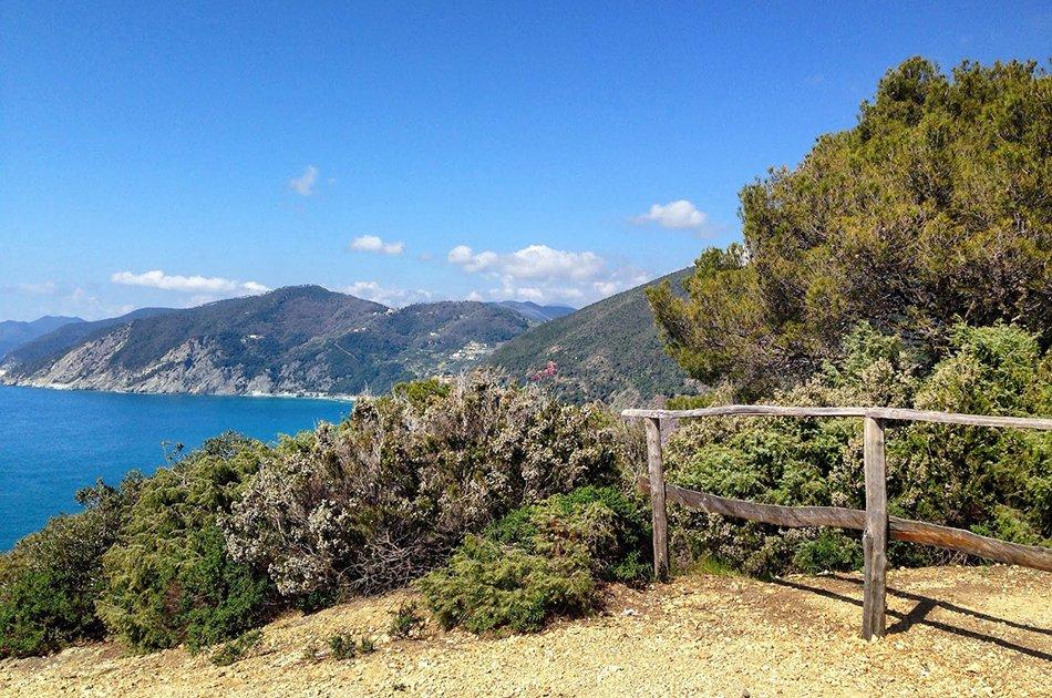 Framura_vista_panoramica_da_sentiero_nel_verde