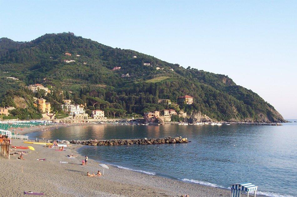 Spiaggia_sabbiosa_di_Levanto_premiata_dalla_Bandiera_Blu