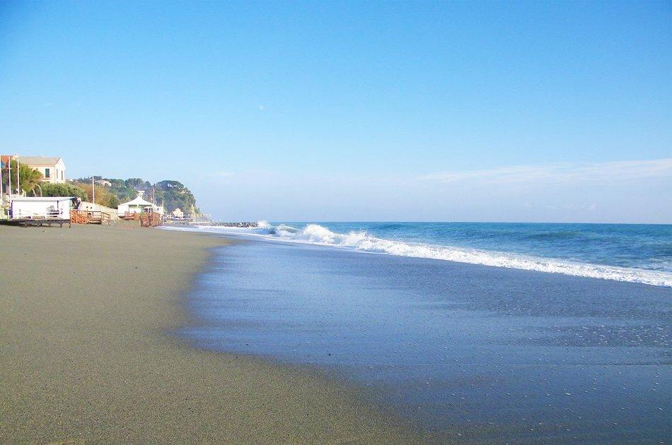 Albissola_Marina_spiaggia_sabbiosa