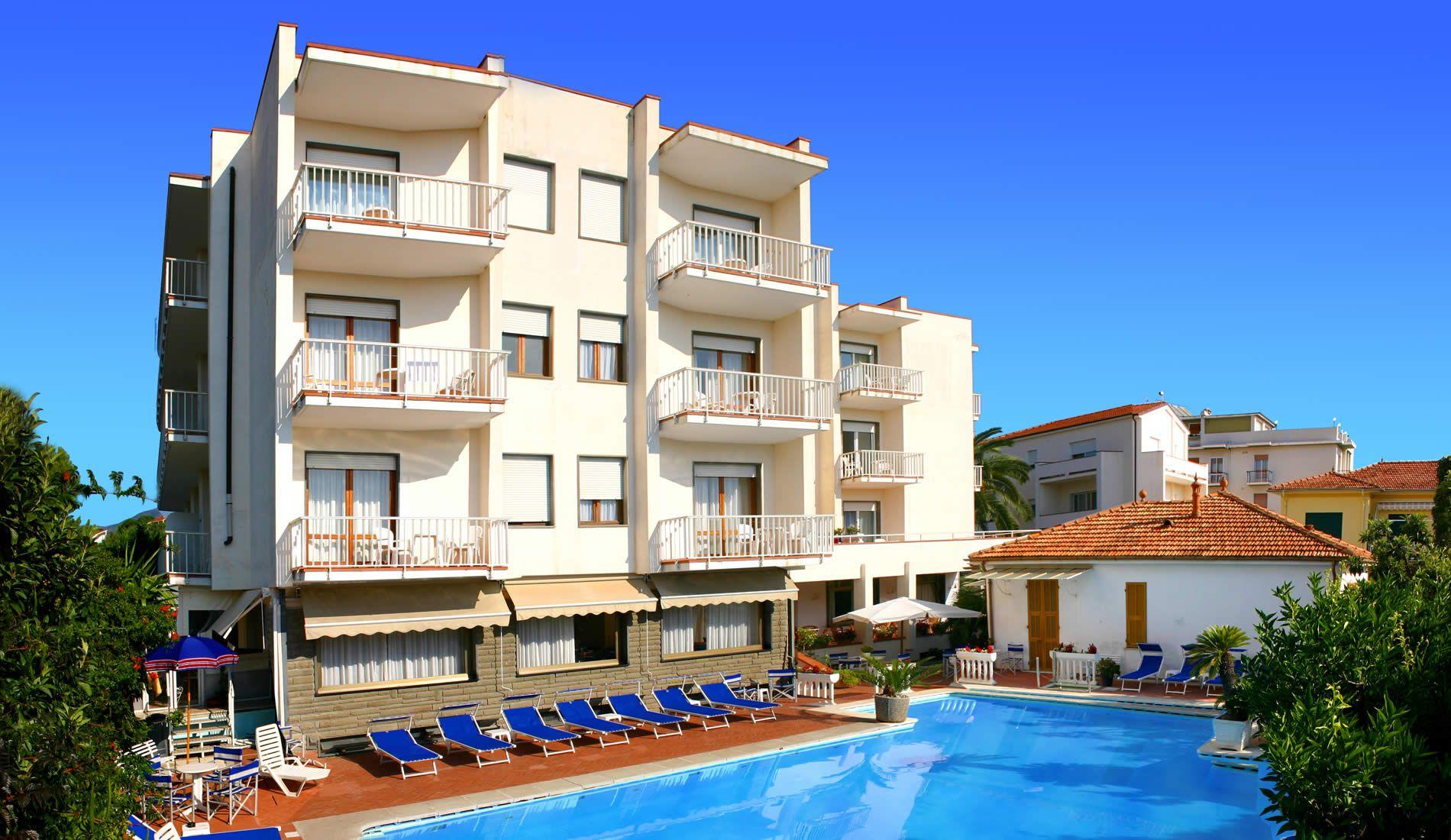 vista con piscina Hotel Splendid