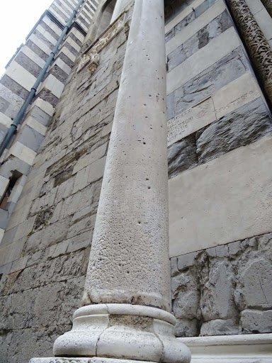 Portale di san gottardo cattedrale di san lorenzo a genova
